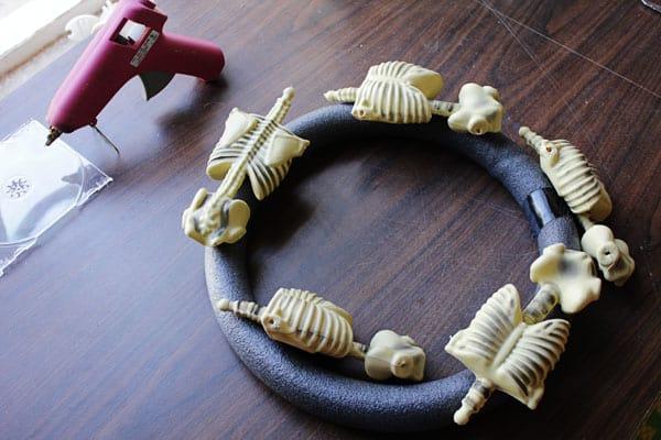 skeletonwreath04sm