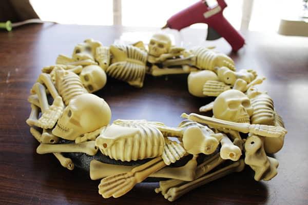 skeletonwreath07sm