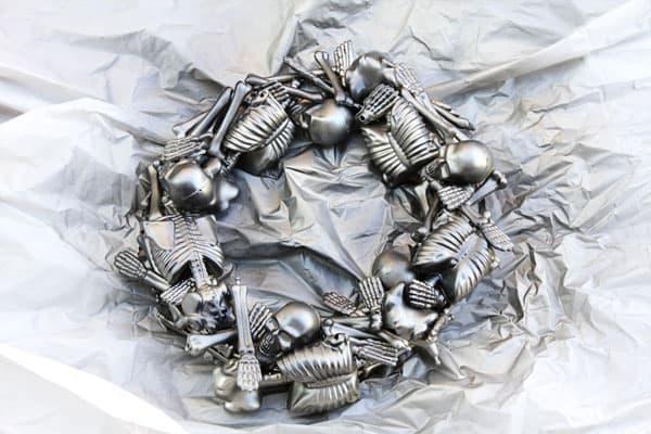 skeletonwreath09sm