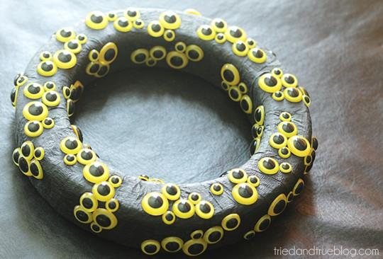 Animal Eyes Halloween Wreath - Scatter
