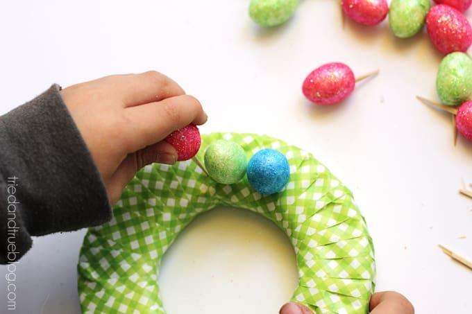 Easy Easter Egg Wreath for Kids - Start Pattern