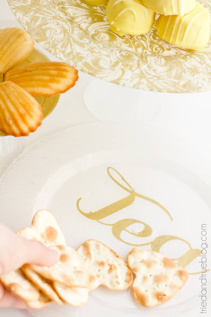 Cheap-Easy-Cake-DIY Dollar Store Serving Plates - Final02