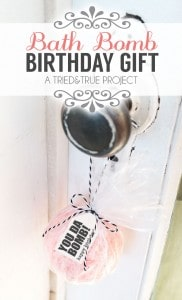 Bath Bomb Easy Birthday Gifts - A super easy gift to make and give!