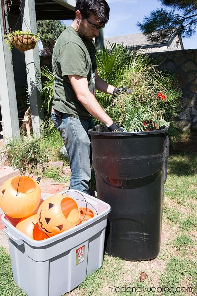 How To Make A Halloween Pumpkin Archway: Clean up, Clean up