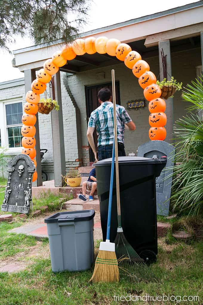 How To Make A Halloween Pumpkin Archway: Done!