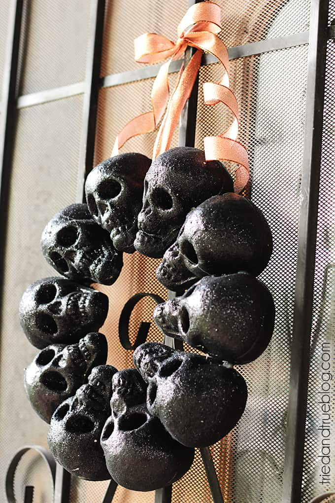 Halloween Skull Wreath - Simple and spooky!