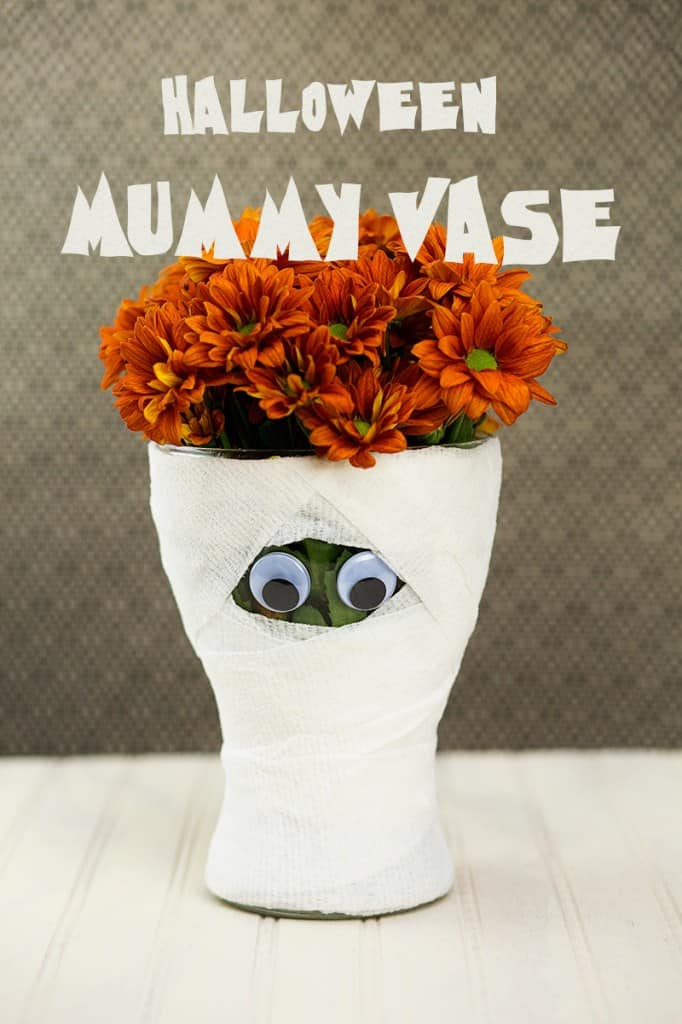diy-halloween-mummy-vase