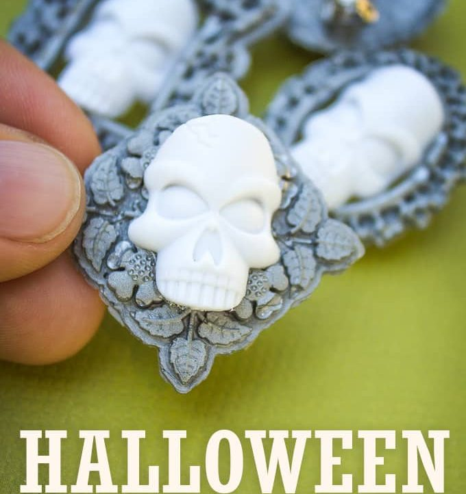 Make this super cute 15 Minute Halloween Pin with just a few supplies. Four different varieties to choose from!
