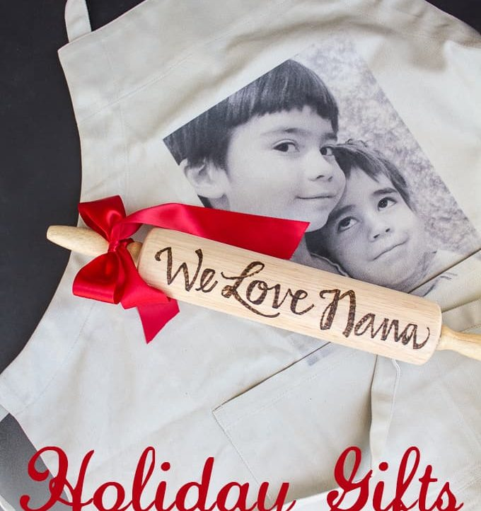 Use these Customizable Holiday Gifts for Grandparents this holiday season! They're going to LOVE it!