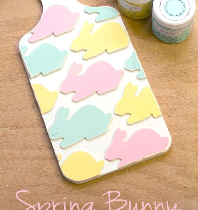 This Decorative Spring Bread Board is the perfect way to welcome Spring! Super easy to customize to match any decor!