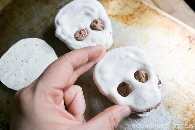 Skull-Halloween-Merangue-Cake-9