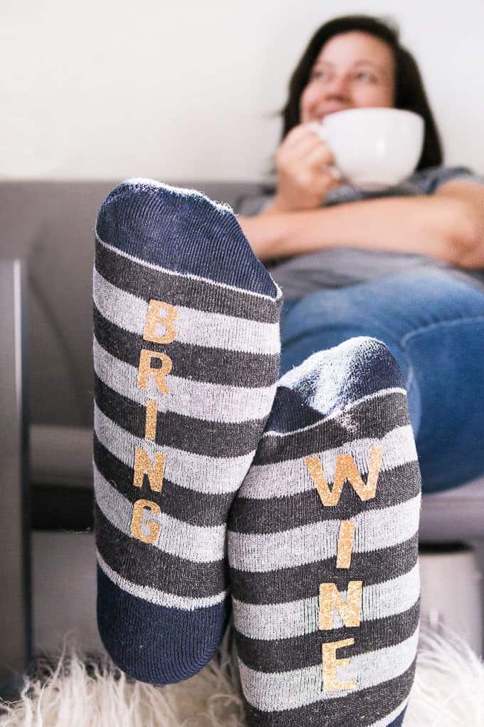 """Bring Wine"" Winter Socks Tutorial - Relaxed"