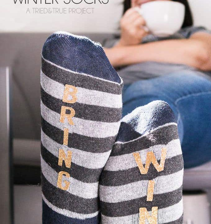"""Bring Wine"" Winter Socks Tutorial - Perfect gift!"