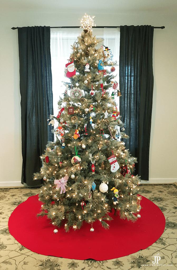 giant-diy-chistmas-tree-skirt-jpriest-671x1024