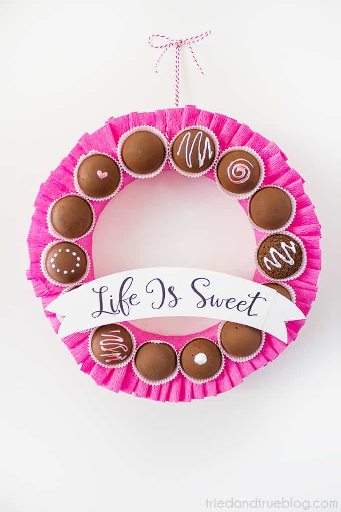Chocolate Valentine's Day Wreath - Hang