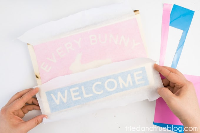 """""""Every Bunny Welcome"""" Easter Vintage Sign - Place"""