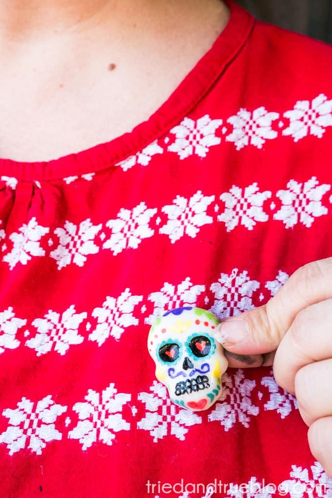 Hot Glue Dia de Los Muertos Calavera Pin - East to make in 15 minutes!