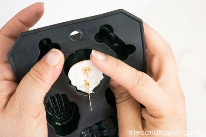Hot Glue Dia de Los Muertos Calavera Pin - Remove