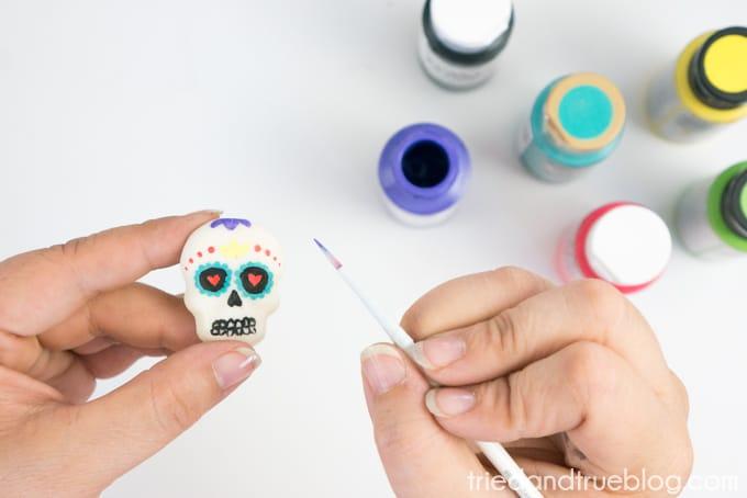 Hot Glue Dia de Los Muertos Calavera Pin - Paint2