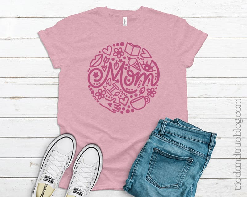 """T-shirt with hand drawn image the word """"Mom."""""""